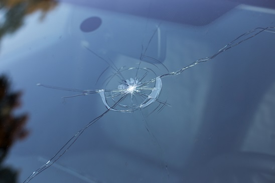 HB Dennis leasing - Damaged windscreen